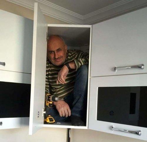 Мужчина в шкафу и фотожабы на него (15 фото)