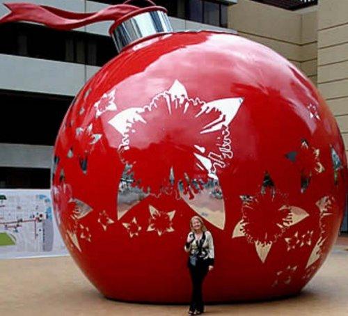 Топ-10: Самые большие в мире ёлочные игрушки