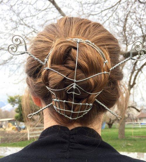 Оригинальная заколка для волос из проволоки (2 фото)