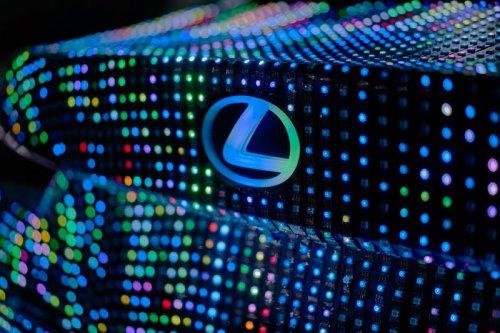 Lexus IS 2017 со светодиодной обшивкой (5 фото + видео)