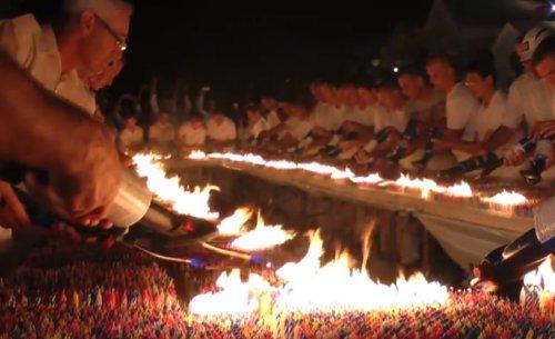 Мировой рекорд Гиннесса: 72585 зажженных свечек на торте