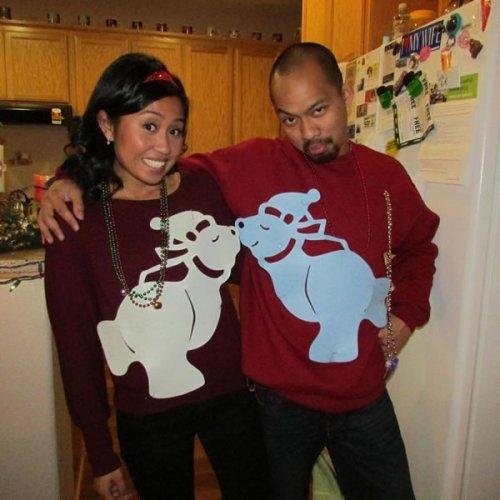 Смешные и нелепые рождественские свитера для двоих (12 фото)
