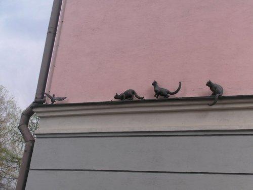 Прикольные и необычные статуи в городах России (10 фото)