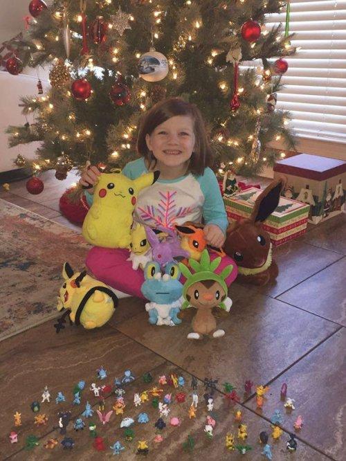 6-летняя девочка разблокировала телефон спящей мамы и накупила себе подарков на Рождество (5 фото)