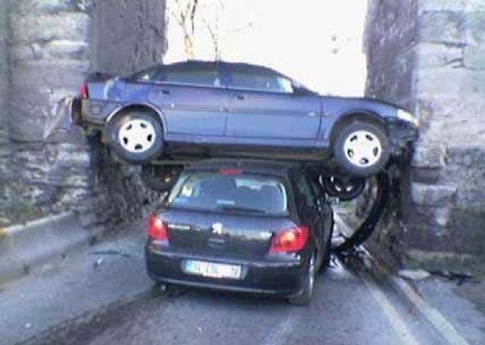 Необычные аварии и впечатляющие ДТП (28 фото): http://www.bugaga.ru/jokes/1146759015-neobychnye-avarii-i-vpechatlyayuschie-dtp-28-foto.html