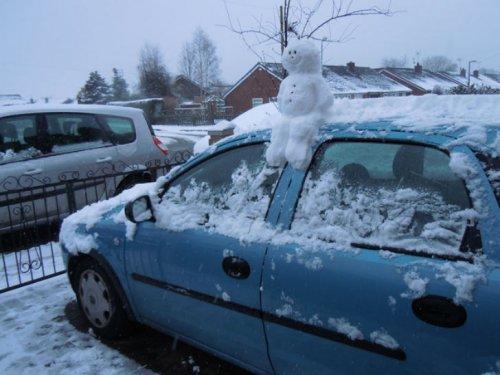 Снеговики и снежные бабы на любой вкус (23 фото)