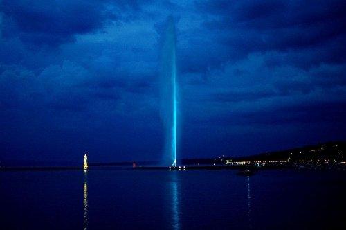 Фонтан Же д'О на Женевском озере (12 фото)