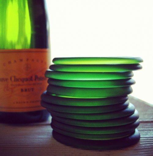 Топ-10: Креативные вещи, которые можно сделать из пустых бутылок из-под шампанского
