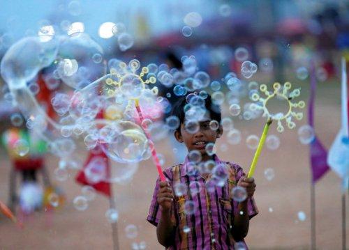 Волшебство мыльных пузырей (13 фото)