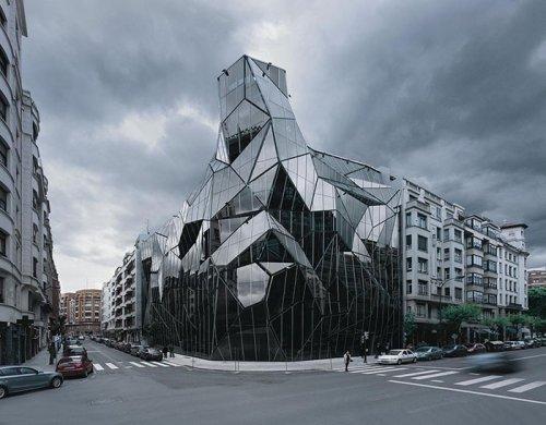 Зловещие здания и сооружения, которые запросто могут быть штаб-квартирами суперзлодеев (18 фото)