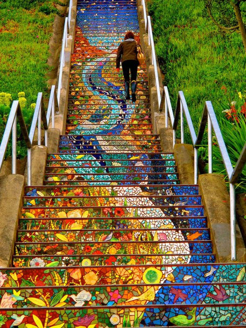 19 ошеломительных лестничных пролетов, трансформированных художниками по всему миру