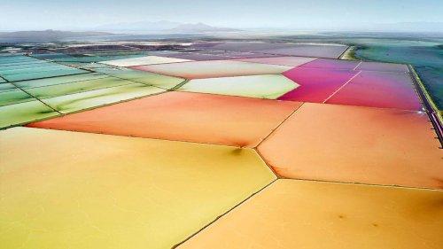 Красочные фотографии соляных прудов со всего мира, снятые с самолета