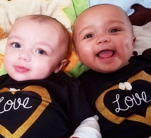 В штате Иллинойс родились чрезвычайно редкие межрасовые двойняшки, и никто не верит, что они близнецы (6 фото)