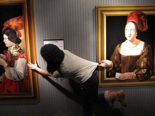 Прикольные картины в Музее обмана зрения (28 фото)