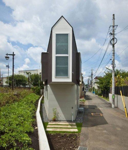 Этот узкий дом из Японии выглядит маленьким, пока не заглянешь внутрь…