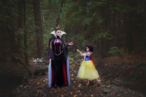 7-летняя девочка и её мать перевоплощаются в диснеевских персонажей (21 фото)