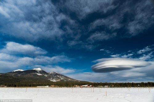 Необыкновенные лентикулярные облака, похожие на НЛО (15 фото)