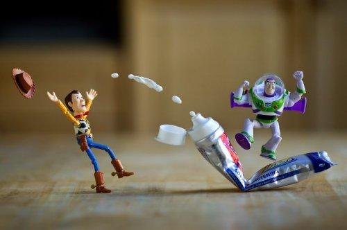 Истории игрушек в фотографиях Митчела Ву (28 фото)