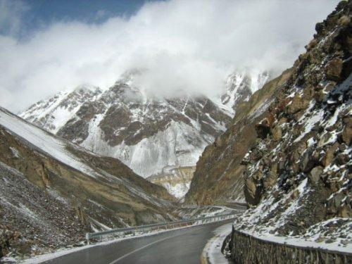 Топ-25: самые опасные дороги в мире