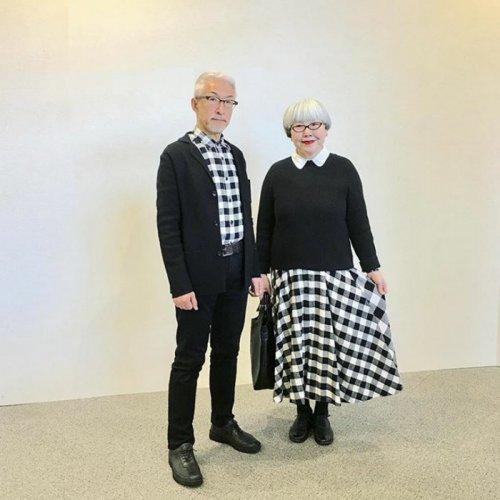 Супруги, состоящие в браке уже 37 лет, одеваются в одинаковом стиле (20 фото)