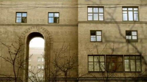 Дома и здания, которые следят за нами (20 фото)