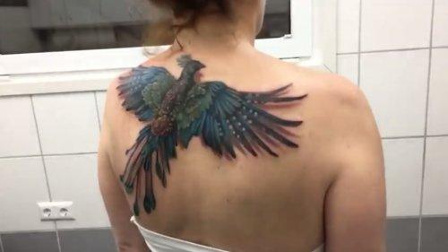 Потрясающая татуировка летящего феникса