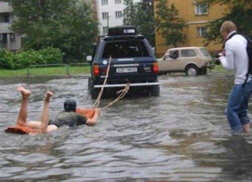 Жизнерадостные люди, которым плевать на непогоду (30 фото)
