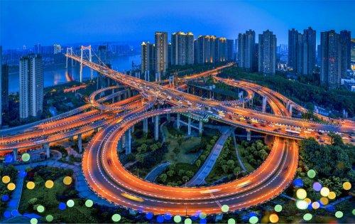 Железная дорога в Чунцине, проходящая прямо через жилой дом (5 фото + видео)