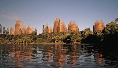 Необычные и удивительные сооружения и конструкции из дерева (11 фото)