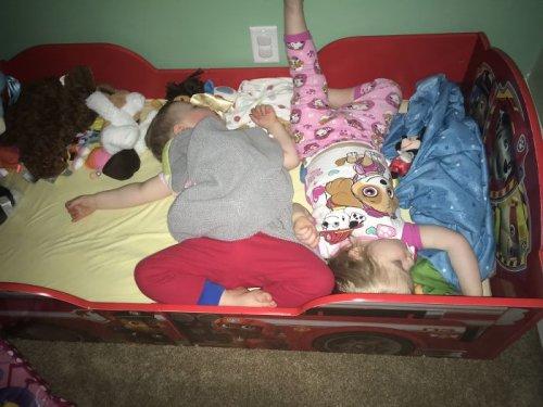 Фотограф и мать троих маленьких детей показала свои будни (26 фото)