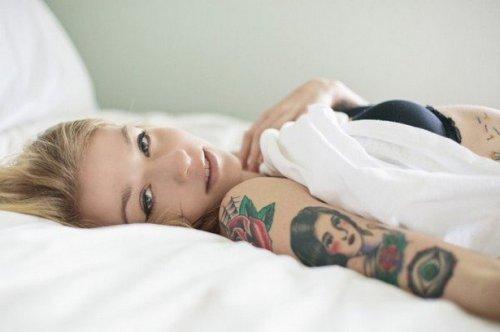 Сексуальные девушки с татуировками (31 фото)