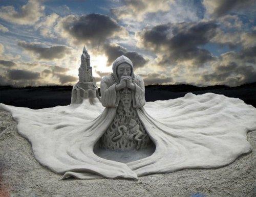 Потрясающие скульптуры из песка (26 фото)