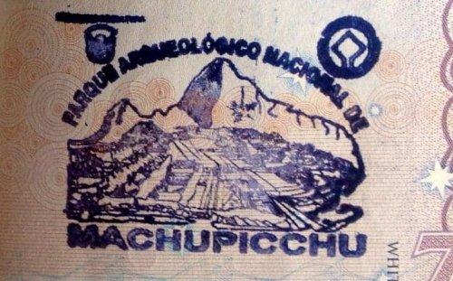 Самые необычные печати, которые ставят в паспорт в разных уголках мира (15 фото)