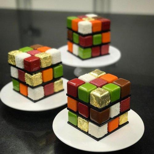 Восхитительные торты а-ля Кубик Рубика от кондитера Седрика Гроле (9 фото)