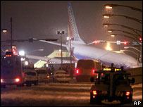 В Чикаго самолет выехал на шоссе