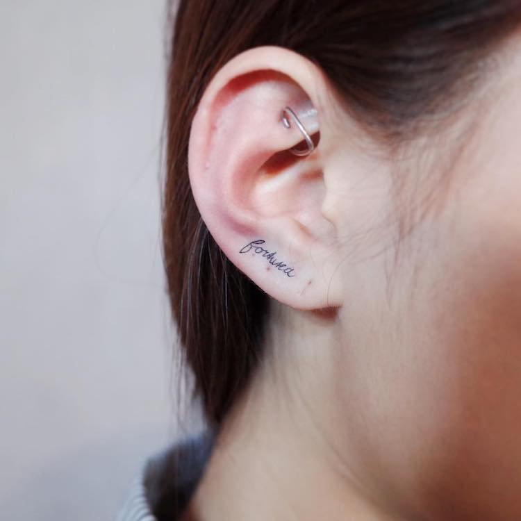 Татуировка на мочке уха 2
