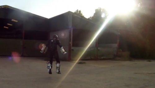 Британец создал лётный костюм Железного человека
