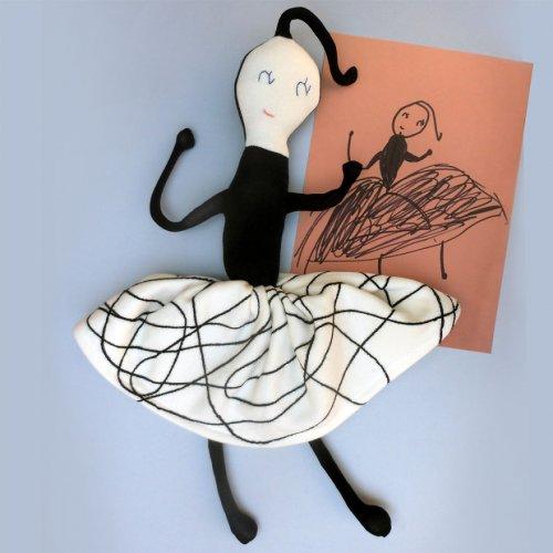Художница превращает детские рисунки в мягкие игрушки (19 фото)