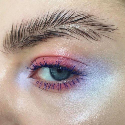 Новый модный тренд захватил Instagram: брови пёрышком (10 фото)
