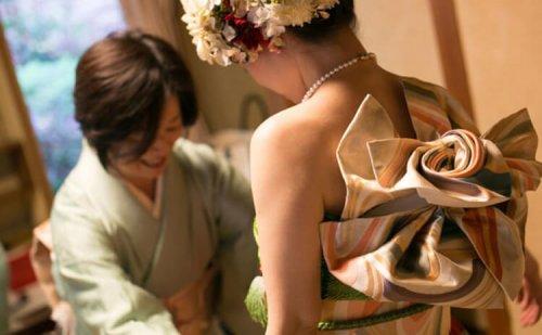 Японки стали по-новому носить кимоно (17 фото)