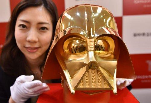 Уникальный в своём роде золотой шлем Дарта Вейдера выставлен на продажу (4 фото + видео)