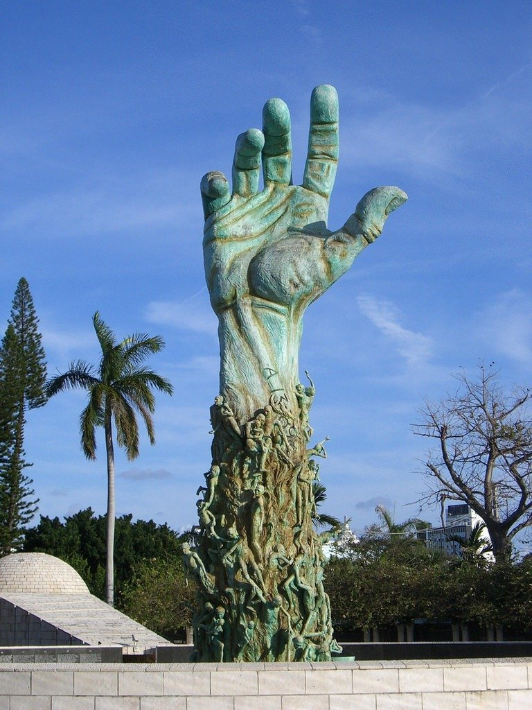 удивит статуи во всем мире фото название чиновникам показалась, что