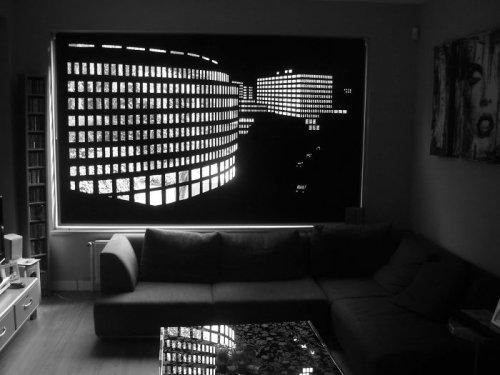 Перфорированные жалюзи, превращающие окно в потрясающую панораму ночного города (12 фото)