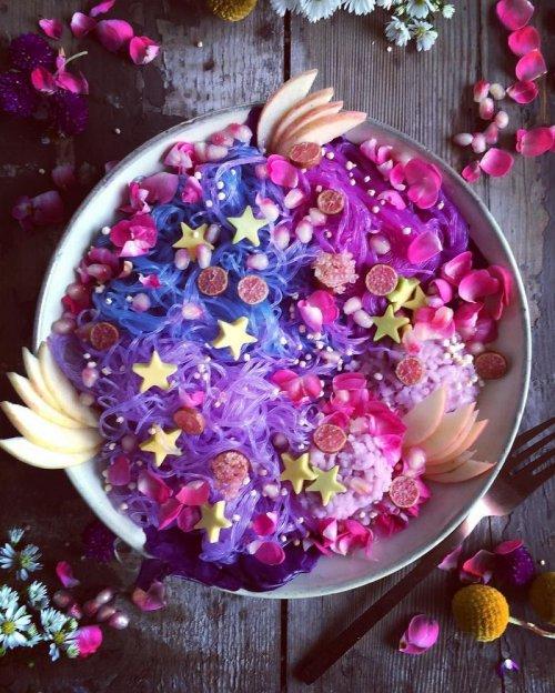 """Самый красочный и здоровый тренд в питании: """"лапша единорога"""" (21 фото)"""