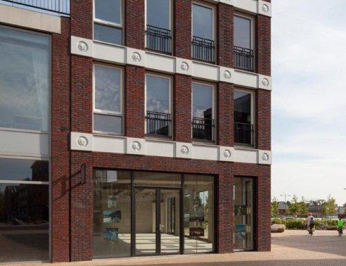 Голландские архитекторы украсили фасад здания смайликами (6 фото)
