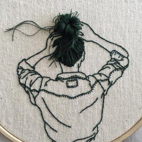 Вышитые изображения девушек с волосами, врывающимися в реальность (8 фото)