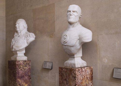 Скульптуры супергероев в Лувре (6 фото)