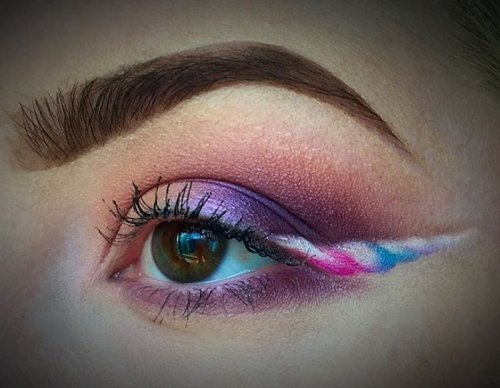 Новый модный тренд в Instagram: стрелки на глазах в виде рогов единорога (19 фото)