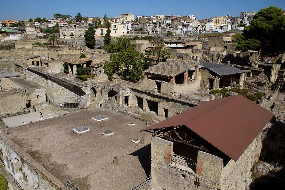 where is herculaneum located essay Herculaneum was founded by the greek hero hercules herculaneum was more peaceful and elegant than pompeii (herculaneum) herculaneum was devoted to navy and fishing and had a lot of greenery.