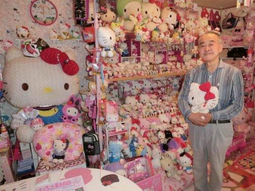 Самая большая в мире коллекция сувениров Hello Kitty принадлежит 67-летнему японцу (3 фото + видео)